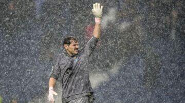 Iker Casillas i kamp mod Lokomotiv Moskva i årets udgave af Champions League (Photo by MIGUEL RIOPA / AFP)