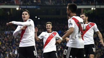 Juan Fernando Quintero (tv) scorede til 2-1 i River Plates 3-1-sejr. De vinder sammenlagt 5-3 over rivalerne fra Boca Juniors.