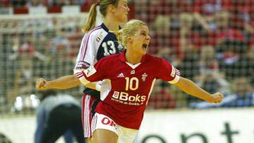 EM håndbold. Finale søndag 15. dec. 2002. Danmark-Norge. Rikke Hørlykke jubler. (Foto: Palle Hedemann).