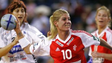 EM Håndbold, Danmark-Østrig: Rikke Hørlykke i Scoringsforsøg i kampen mod Østrig i mellemrunden.