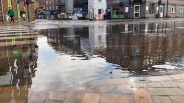 Odense oversvømmet efter nedbør hele dagen – og torsdag fortsætter det med at sile ned