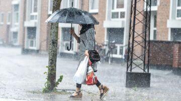 DMI advarer om kraftig regn og lokale skybrud: 'Der er noget på vej op over Danmark'