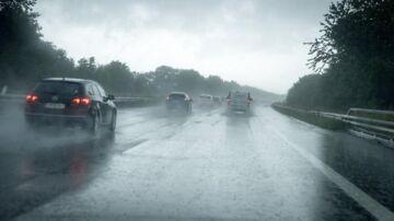 Politiet advarer om store mængder vand på vejbanerne: 'Pas på hinanden'