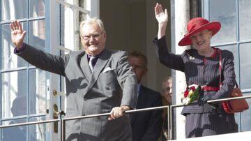 Prins Henriks nære ven Erik Brandt mener ikke, Dronningen har behandlet prinsgemalen ordentligt.