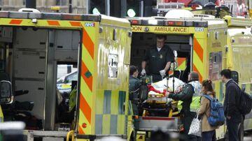 En meldes død og flere er sårede efter en skudepisode foran det britiske parlament onsdag.