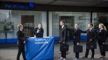 ARKIVFOTO: Mellemfolkeligt Samvirke og Oxfam/Ibis stod bag en happening foran Nordea på Vesterbrogade. Målet var at sætte fokus på bankernes gentagne deltagelse i at føre penge i skattely. 21. marts 2017.
