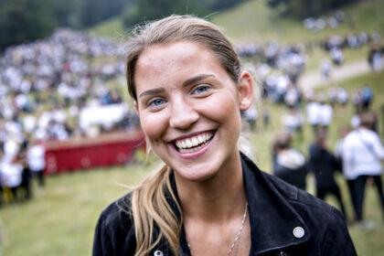 Fredag d. 18 august 2017 blev den såkaldte Puttefest holdt i Ulvedalene i Dyrehaven nord for København. 18-årige Maria Lindeneg kan godt forstå, hvis det virker voldsomt, men mener, at det er, hvad man gør det til.»De fleste har faste aftaler med forældrene derhjemme,« lyder det.