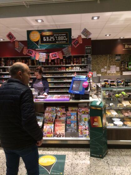 SuperBrugsen i Sakskøbing har noget at fejre.