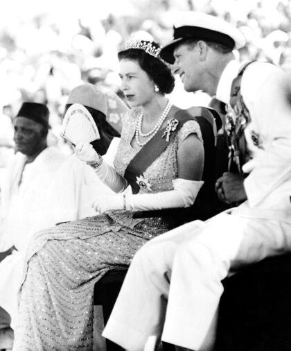 Undertøjsbutikken havde været kongelig hofleverandør fra 1960 frem til 2017. Her ses dronning Elizabeth og prins Philip i 1961.
