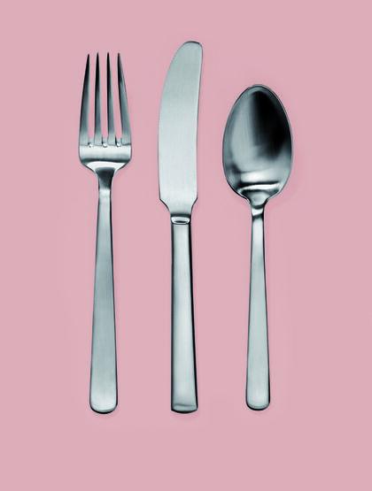 Kay Bojesens ide med stålbestikket er, at det ikke må føles større, end at det passer i en hvilken som helst hånd - stor eller lille. (Foto: kaybojesen.dk)