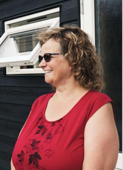 Lene Axelsens facade er blevet fuldendt efter, at hendes skur har fået en overhaling med nyt vindue og dør.