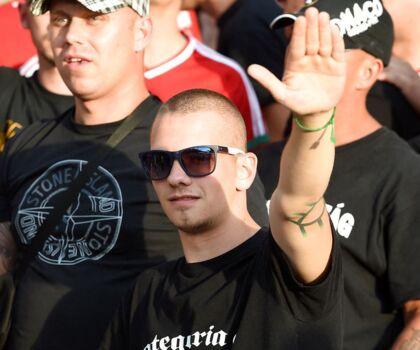En ungarsk fan med et håndtegn ved EM-slutrunden i Frankrig i 2016.