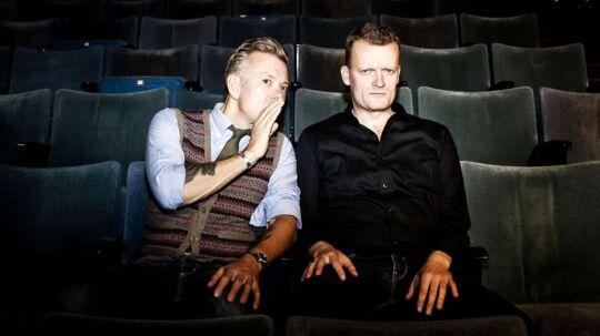 Casper Christensen og Frank Hvam har i aften premiere på deres nye fælles stand-up show 'Nu som mennesker'.