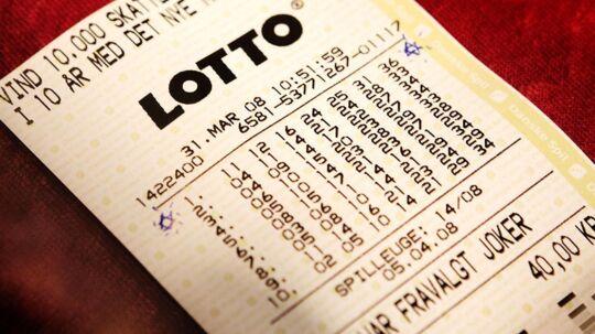 Onsdagkæmpedelottospillerne om enrekordpuljen på 123 millioner kroner. Her ses en tidligere vinderkupon fra 2008.