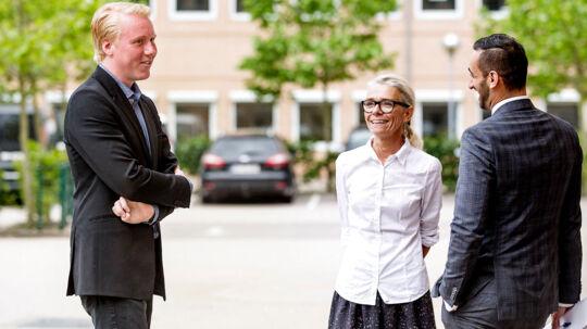 Den bedrageri-sigtede Mads Dinesen er ude og trække luft i en pause foran retten i Glostrup onsdag d. 11. juni 2014.