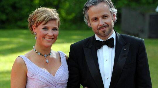 Den norske prinsesse Märtha Louise har succes med at tale med engle. Her ses hun med sin mand Ari Behn (arkivfoto).