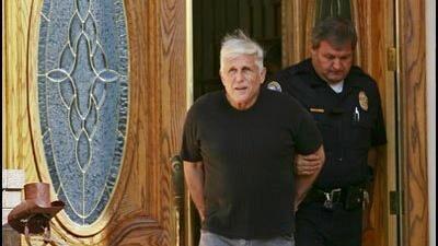 På billedet af Joel Dreyers anholdelse, som blandt andet er placeret på hjemmesiden baddoctorsdatabase, kan det være vanskeligt at se, at den aldrene storpusher engang var en velanset og opsigtsvækkende psykiater med 80 læger, psykologer og terapeuter ansat i sin klinik. Dreyer blev i 2010 idømt ti års fængsel, men var han selv ansvarlig for sin forbrydelse?