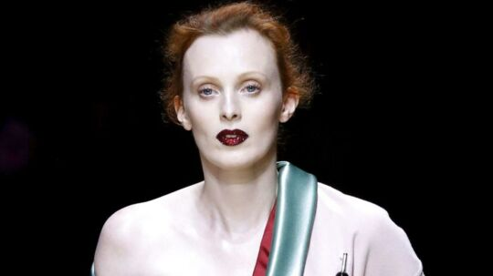 Karen Elson AFP PHOTO / PATRICK KOVARIK