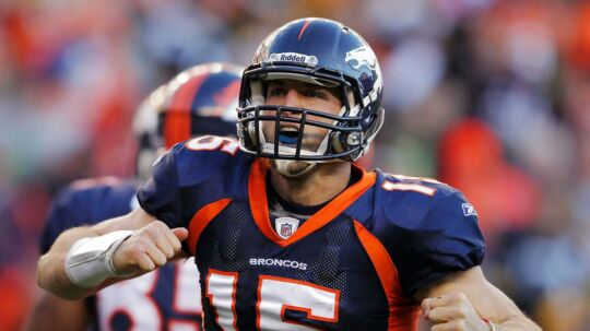Tim Tebow fejrer i januar 2012 en touchdown for sit daværende NFL-hold Denver Broncos.