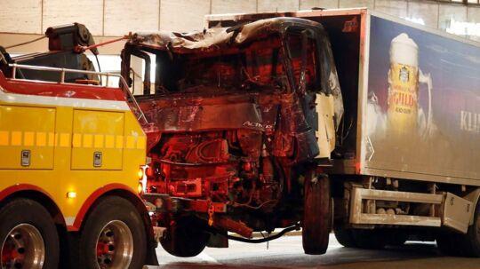 Stockholm natten til lørdag den 8. april. På billedet ses lastbilen der fredag eftermiddag kørte flere mennesker ned i den svenske hovedstad.