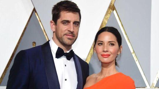 Aaron Rodgers og Olivia Munntil Oscar-uddeling i 2016.