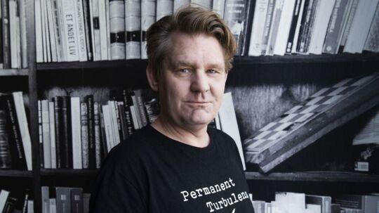 Den 48-årige trommeslager Kasper Foss fortæller i sin nye bog ærligt om sit turbulente liv.