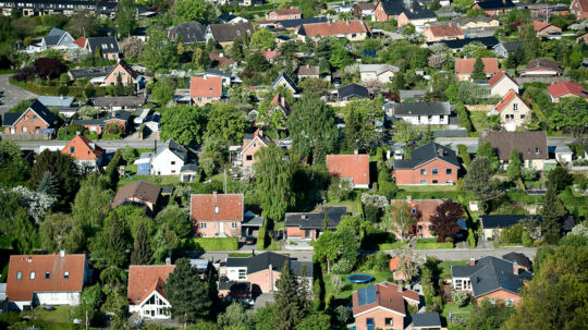 Finanskrise-vagthund advarer mod ny boligboble og henstiller til regeringen, at udstikker strammere regler for udlån til boligkøbere og -ejere.