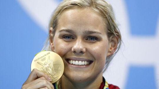 Pernille Blume med sin OL-guldmedalje. Træner Martin Truijens vurderer, at hun kan blive endnu bedre.