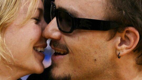 Den afdøde australske skuespiller Heath Ledger. På billedet, der er fra 2006, ses han sammen med skuespillerinden og ekskone Michelle Williams under en NBA-kamp i Los Angeles, USA. Heath Ledger blev fundet død i sin lejlighed i New York den 22. januar 2008.