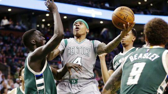 Isaiah Thomas (i gråt) skal natten til mandag i kamp i NBA-slutspillet.