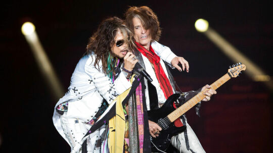 Steven Tyler og Joe Perry  REUTERS/Mario Anzuoni/File photo