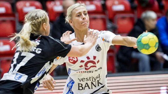 Nathalie Hagman (th.) skifter til CSM Bucuresti, hvor hun håber at få opfyldt drømmen om en Champions League-triumf. Arkivfoto.