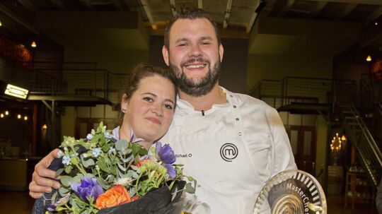 Her ses vinderen med sin kone.