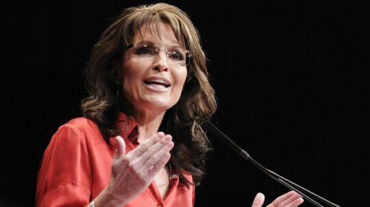 Sarah Palin besøgte torsdag Det Hvide Hus. Et billede fra besøget får nu de sociale medier til at gøre grin med hende.