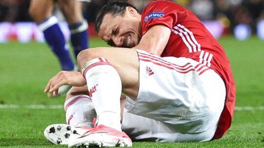 Det gjorde ondt på Zlatan Ibrahimovic, da han landede forkert i en hovedstødsduel.