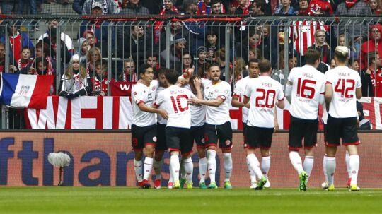 Glade Mainz-spillere fejrer scoringen til 2-1 mod Bayern München. Kampen sluttede 2-2.