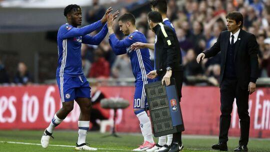 Chelseas Eden Hazard kommer her på banen i stedet for Michy Batshuayi i FA Cup-semifinalen mod Tottenham. Efter kampen var belgieren glad for, at han startede på bænken. Efter sin indskiftning scorede Eden Hazard til 3-2 i sejren på 4-2.