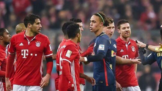 Yussuf Poulsen og RB Leipzig er med en sejr over Schalke 04 kun seks point efter Bayern München, og de to hold har stadig et indbyrdes opgør tilbage.