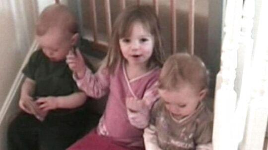 Madeleine McCann og hendes to yngre tvillingesøskende, Sean og Amelie, på en privatoptagelse i forældrenes hjem i Rothley, England.