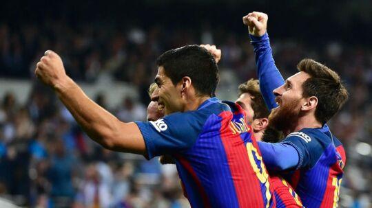 Lionel Messi (th) scorede i overtiden og sikrede FC Barcelona en sen sejr over Real Madrid, som åbner den spanske mesterskabskamp.