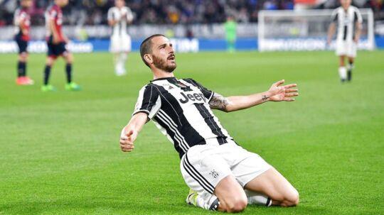 Leonardo Bonucci jubler over sin scoring i Juventus-sejren på 4-0 over Genoa.