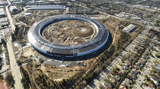 Størrelsen på Apple's nye hovedkvarter i Cupertino er tilsvarende 43 fodboldbaner. REUTERS/Noah Berger