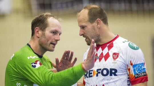 Lars Jørgensen (th) skifter håndboldskoene ud med en plads bag mikrofonen, når denne sæson er forbi. Til venstre ses målmand Kasper Hvidt, som også stopper sin karriere.