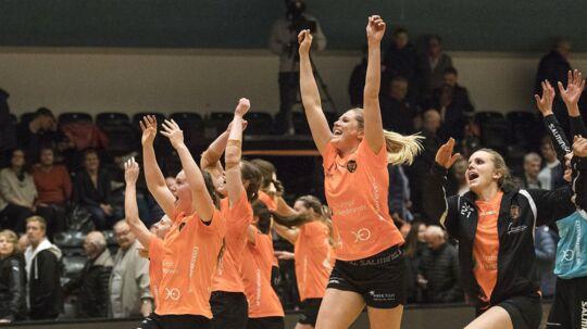 Glade København Håndbold-spillere fejrer sejren over FCM i første DM-semifinale.