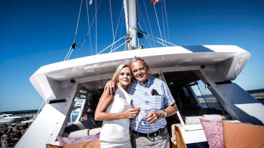 Milliardæren Karsten Ree fylder 70. Det blev fejret med en reception i Rungsted Havn torsdag d. 2. juli 2015. Her er han fotograferet sammen med sin kone Janni Christensen, som han blev gift med tidligere i år, ombord på Rees store yacht i Rungsted Havn.
