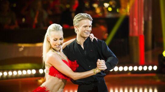 Mathias Kaki og Mille Funk danser samba. Vild med Dans - Knæk Cancer. 13. sæson, 8. program den 28. okotber 2016.