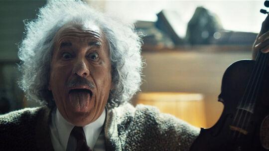Oscarvinder Geoffrey Rush ('Shine') både ligner og spiller den ældre Albert Einstein godt.