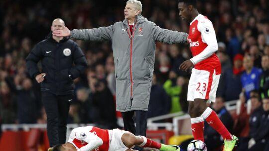 Arsenal-manager, Arsene Wenger, reagerer kraftigt på, at hans stjernespiller Alexis Sanchez' karriere ligner én, der er overstået.