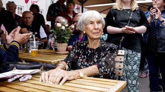 Lise Nørgaard ved sin 99 års fødselsdag sidste år. Da blev hun fejret med en byfest i Korsbæk på Bakken, hvor mange var mødt op til kringle, kaffe og biksemad og ikke mindst for, at fejre Matadors mor. I år bliver det endnu større, forlyder det.