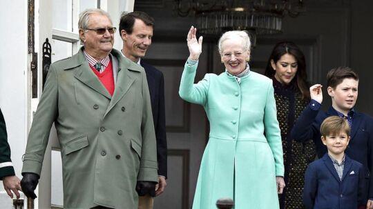 Prins Henrik har haft mere travlt med hyggerejser end med officielle pligter de seneste måneder. Men prinsen var da at finde ved Dronningens side, da hun fejrede fødselsdag søndag d. 16. april.